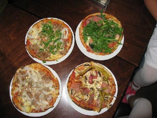 Piccola Italia Pizzeria : Pizza :)))
