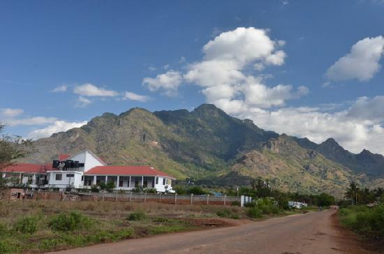 Morogoro, Tanzania: Arc hotel and the Uluguru Mountains