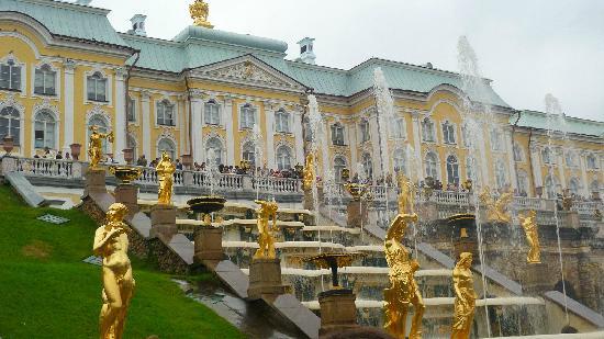 พระราชวังและสวนปีเตอร์ฮอฟ: Fontana principale