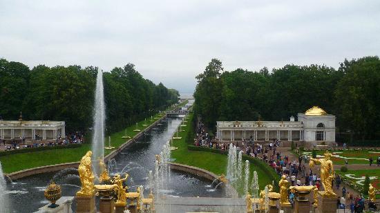พระราชวังและสวนปีเตอร์ฮอฟ: Canale