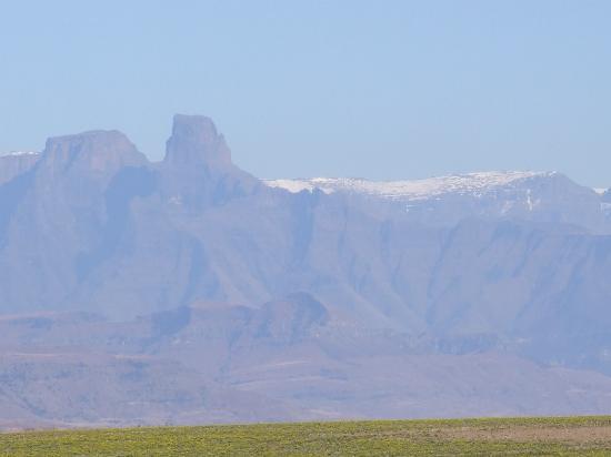 Drakensberg Mountain Retreat: The Berg across the valley