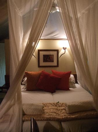 White Elephant Safari Lodge: Tent interior after dark