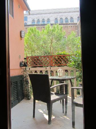 Bed & Breakfast Venice Rooms House: Balcony