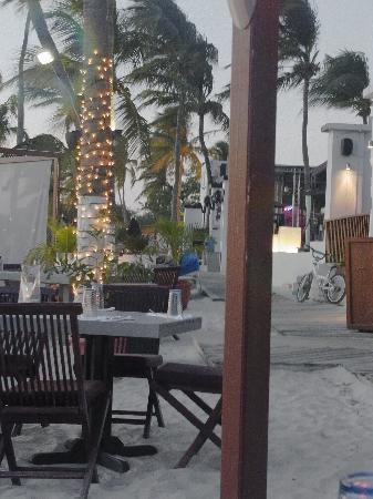 Barefoot Restaurant: View down the boardwalk