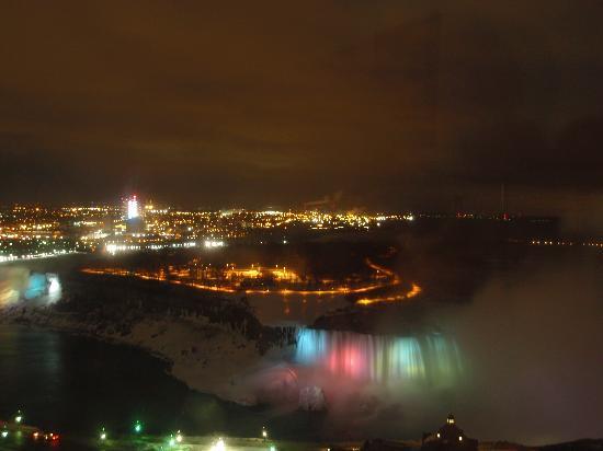 Niagara Falls: Chilly winter night view