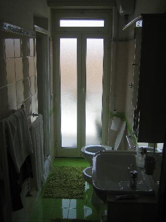 Maison Genevois 3: bathroom