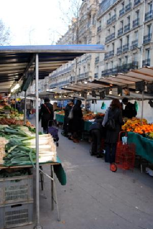 Eye Prefer Paris Cooking Classes: touring open market with Richard