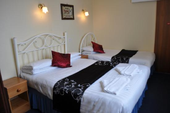 Godolphin Arms Hotel: a treble bedded room