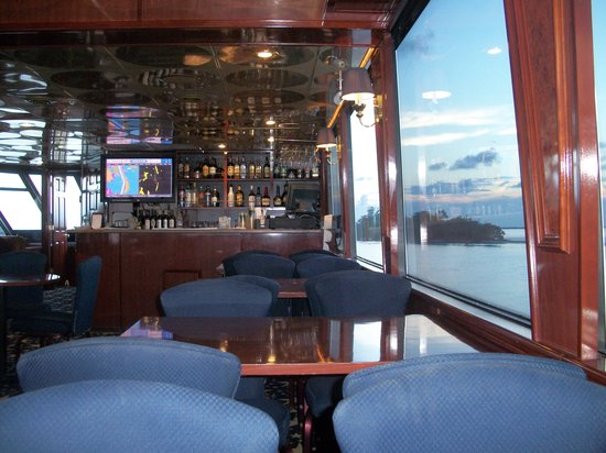 Fort Myers, FL: This is a picture from inside the boat of the stocked bar.