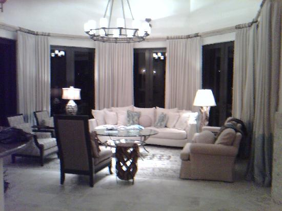 Villas Del Mar at Palmilla: One of the indoor living areas