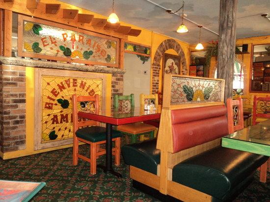 El Paraiso : Interior-very colorful!