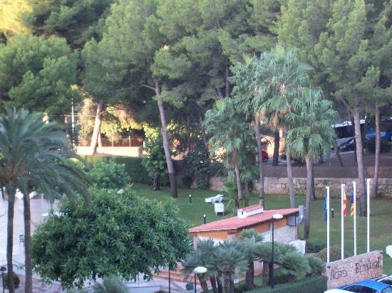 BQ Belvedere Hotel: (Zoomed in) picture from other side of balcony