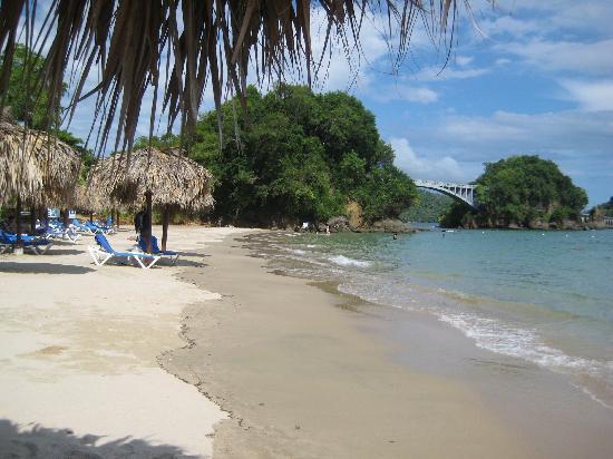 Grand Bahia Principe Cayacoa: beach is soft, clean sand