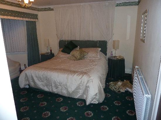 Park Manor Hotel: The bed