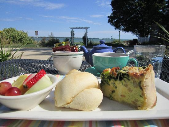 Harbor Fish Market & Grille: Lovely Lakeside Lunch