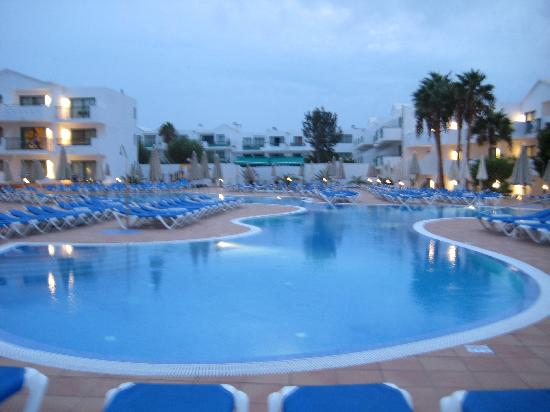 Be Live Experience Lanzarote Beach: Pool at night