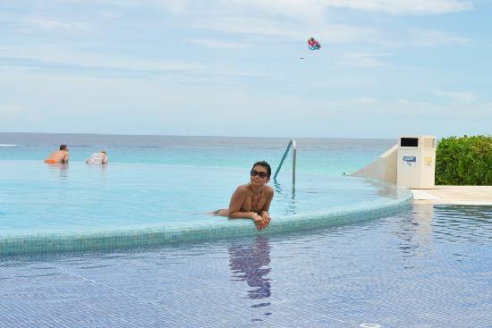 Live Aqua Beach Resort Cancun: awesome infinity pool