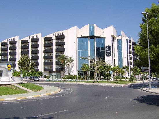 Albir Playa Hotel & Spa: algemeen zicht op hotel vanop straat