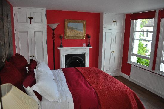 The Villes Bed & Breakfast: Red Room
