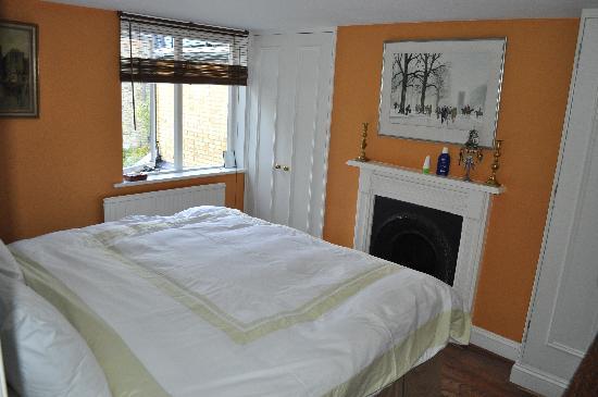 The Villes Bed & Breakfast: Orange Room