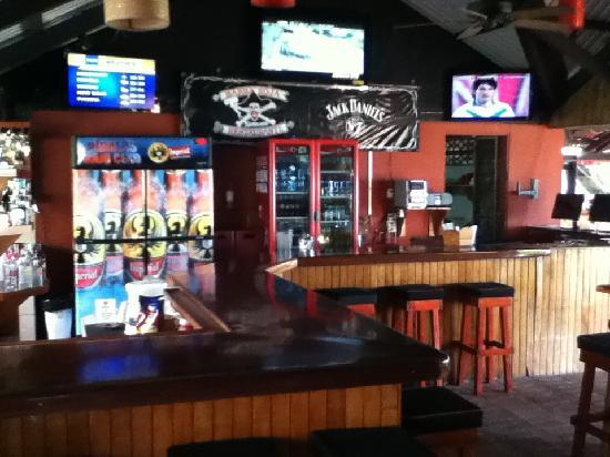 Barba Roja Restaurant: sports bar