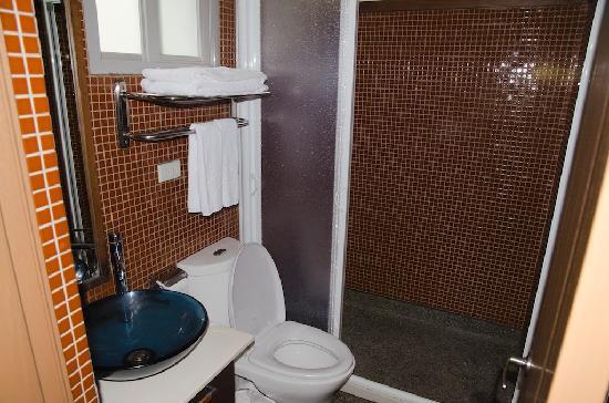 Wuling Village Hotel: Bathroom