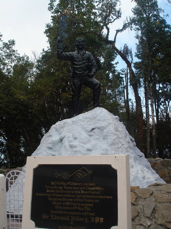 Himalayan Mountaineering Institute: Tenjing Norgay statue at HMI