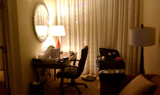 Dallas Marriott Suites Medical/Market Center: Desk/Office Area