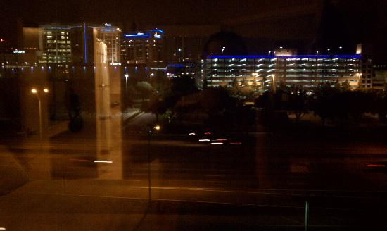 Dallas Marriott Suites Medical/Market Center: View from our 5th floor room / North Stemmons Freeway