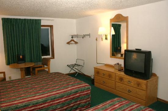 Super 8 Sheridan: Standard TV, no microwave or fridge