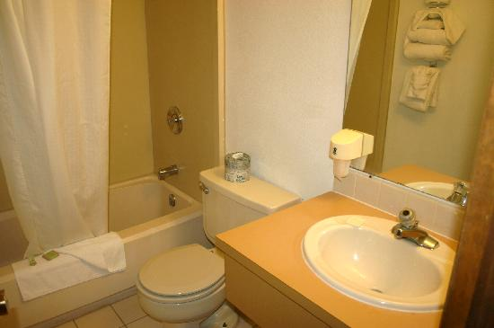 Super 8 Sheridan: Bathroom, clean but dated.