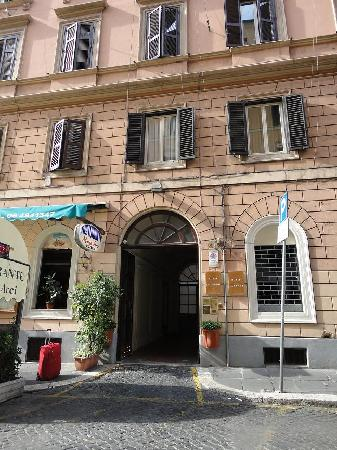 Brando & Gio: The entrence of Castelfidardo, but the hotel is located three floors up
