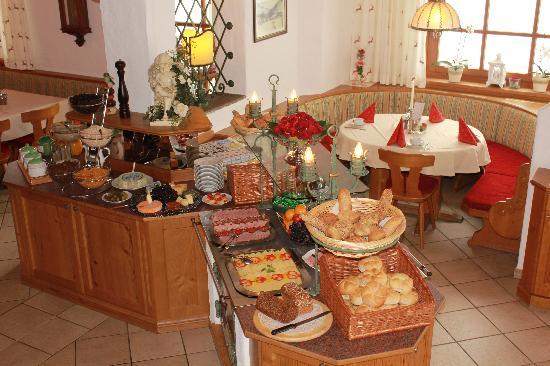 Hotel Dorfer: Frühstücksbuffet