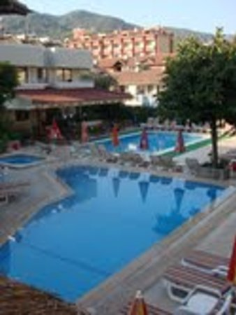 Hotel Bonjour: Daytime Pool areas