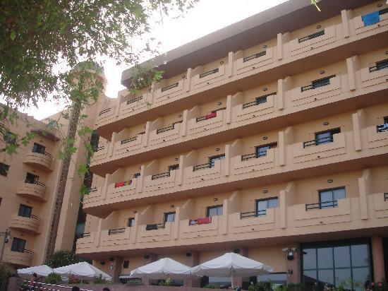 Hotel Victoria Playa: la fachada que da a la piscina