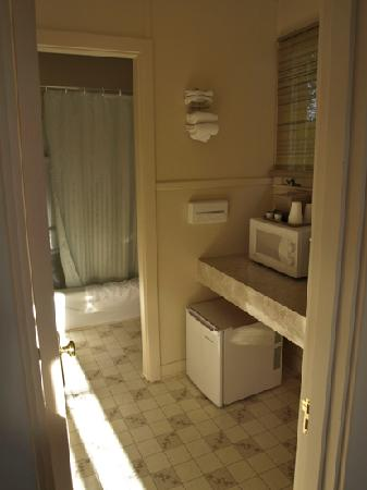 The Colony on Frenchman's Bay: Bathroom