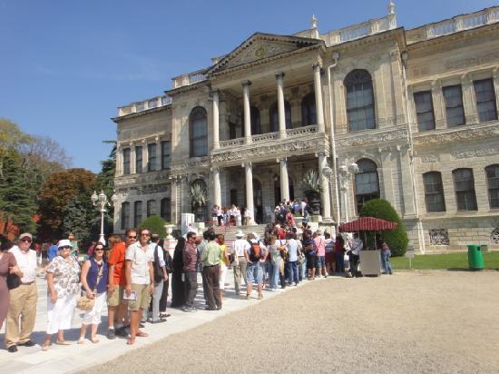 พระราชวังโดลมาบาชเช่: Entrada a la zona civil del Palacio Dolmabache