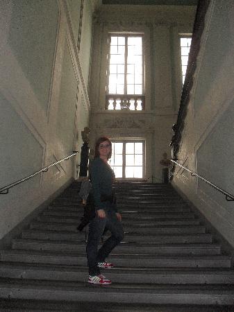 หอศิลป์อุฟฟิซิ: L'interno degli uffizi