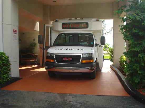 Red Roof Plus+ Miami Airport: Complimentary Shuttle