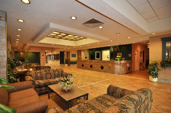 BEST WESTERN Glengarry Hotel: Front Lobby