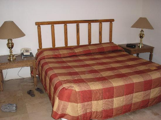 Sedona Village Lodge: king size bed