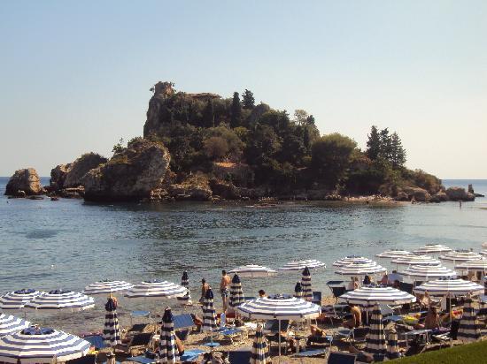 La Plage Resort: la plage face à l'île Isola Bella