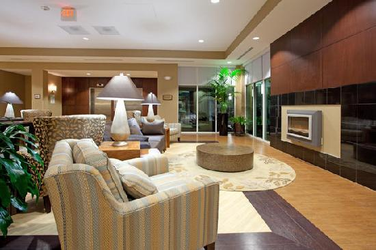 Holiday Inn & Suites Columbia - Airport : Front Lobby 2
