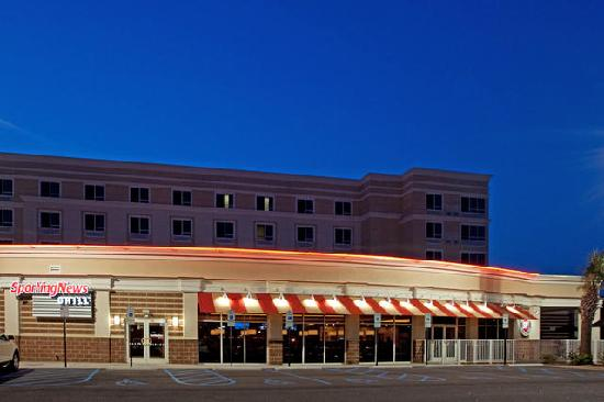 Holiday Inn & Suites Columbia - Airport: The Sporting News Grill