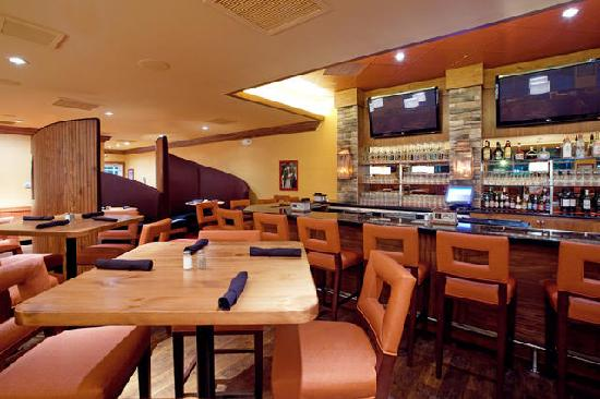 Holiday Inn & Suites Columbia - Airport: The Sporting News Grill & Bar