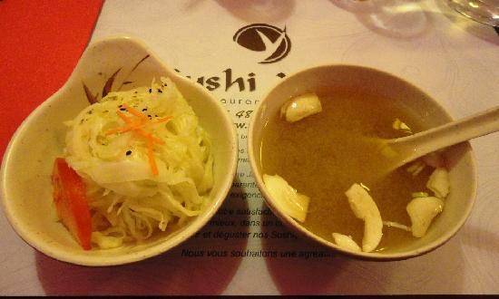 Sushi Yaki: Soupe et salade