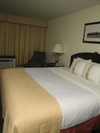Holiday Inn Montreal Longueuil : chambre