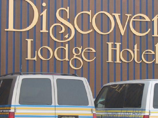 The Discovery Hotel: Facade extérieur et de l`hôtel...très près de l`aéroport à proximité de tous les services.
