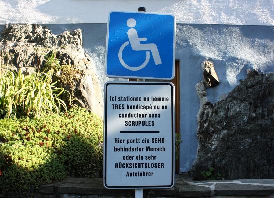 Hotel Koener : Invaliden parkeerplaats Clervaux.