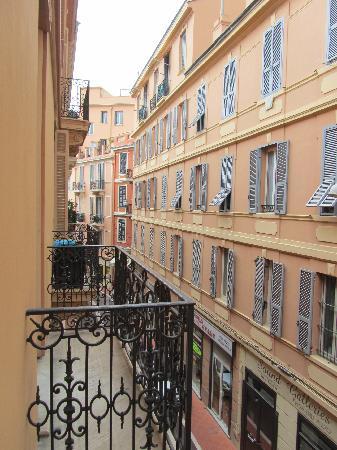 Hotel de France: vista desde la alcoba y balcón